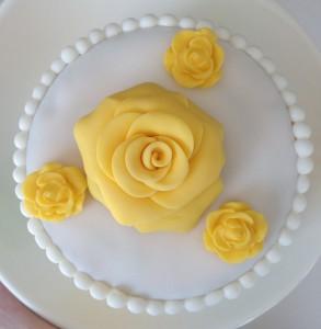 Rose aus Rollfondant